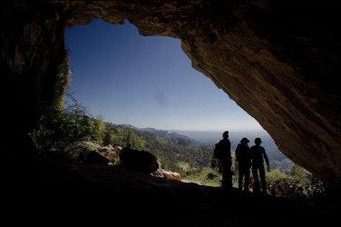 Pujada a Casetes Velles. La Cova del Vidre.